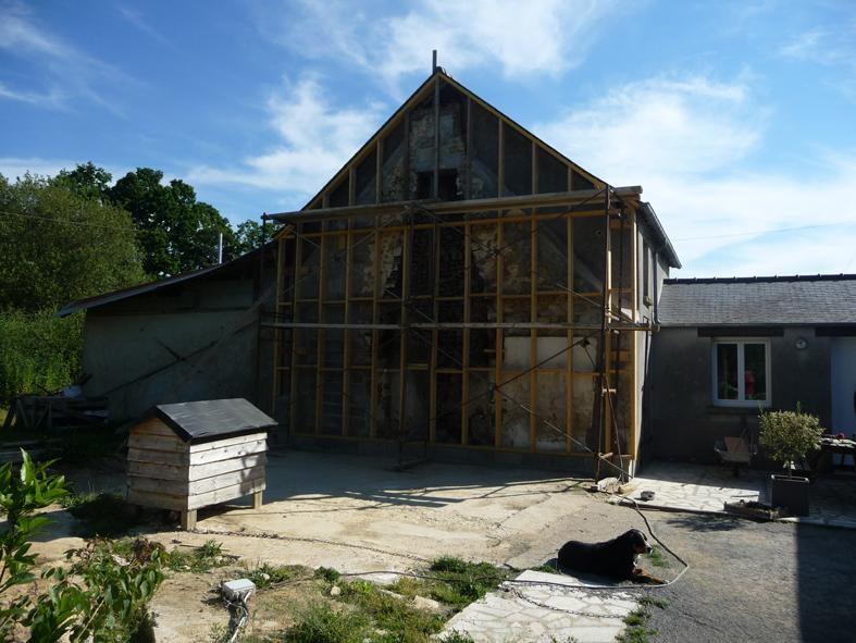 2014-10-architecte-maison-martigne-chantier-pignon-01