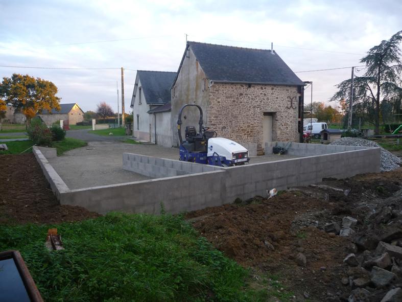 2014-12-architecte-maison-martigne-chantier-garage-01